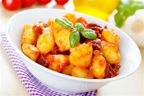 cuisine vegetarienne recette gourmande gnocchis à la sauce tomate