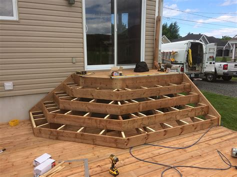 Patio Construction by Patio Avec Marche En Angle Construction D