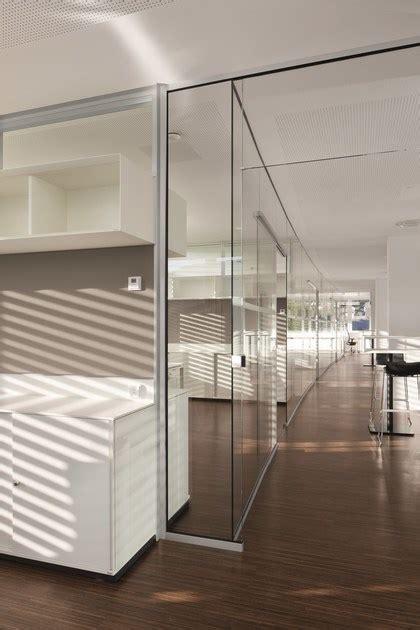 cloison amovible de bureau en verre cloison amovible vitr 233 e rg by bene design johannes scherr