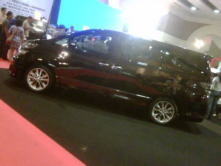 Toyota Vellfire Backgrounds by Toyota Vellfire 2010 Toyota Cars Background Wallpapers
