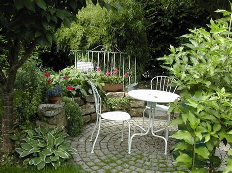 39 Pretty Small Garden Ideas
