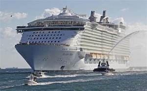 クルージング 世界を航海する大型客船