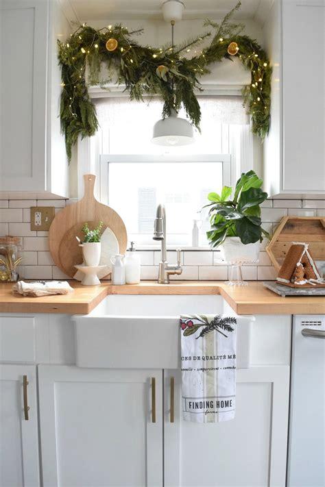 holiday house walk    connecticut cape  heart christmas decor christmas kitchen