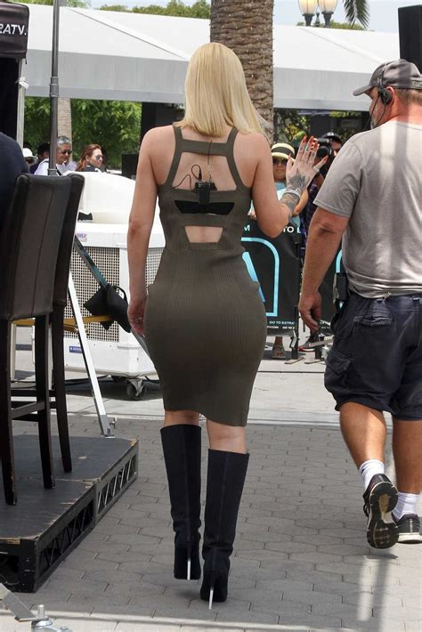 Iggy Azalea Arrives on the Set of Extra TV Show in Los ...