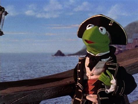 kermit  frog meets johnny depp  muppet treasure