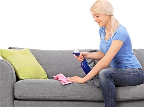 comment faire briller un canapé en cuir nettoyer un canapé tissu tout pratique
