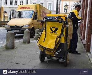 Dhl Jobs Hamburg : postman with his dhl motorised deliver cart in the city ~ A.2002-acura-tl-radio.info Haus und Dekorationen