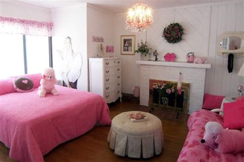 Chic Pink Bedroom Design Ideas For Fashionable Girl