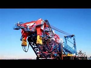 World's Largest Floating Crane Arrives in New York - YouTube