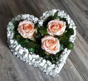 Blumen Bewässern Mit Wollfaden : herz mit kies rosen friedhof blumen grabschmuck grabschale ~ Lizthompson.info Haus und Dekorationen