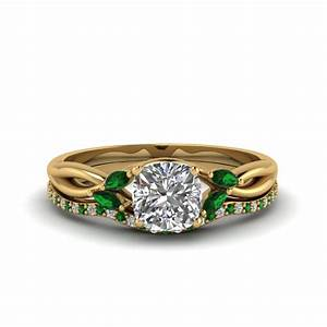 oval shaped twisted diamond bridal set with emerald in 18k With emerald wedding ring sets