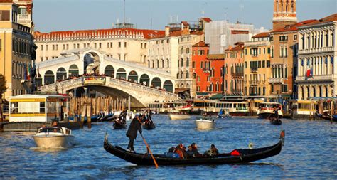 Difference Between Gondola And Boat by How To Make The Most Out Of A Venice Water Holiday