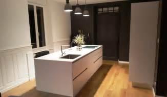 cuisine blanche avec plan de travail noir cuisine aménagée réalisations mulhouse
