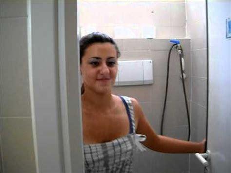 una donna puo andare nel bagno degli uomini youtube