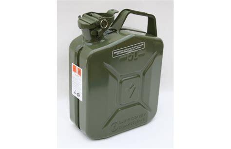 5 liter benzinkanister benzinkanister 5 liter metall ral 6003 olivgr 252 n fahrzeugausruestung de