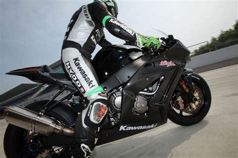Kawasaki Zx10 R Image by Yet More 2010 Kawasaki Zx 10r Racer Images Mcn