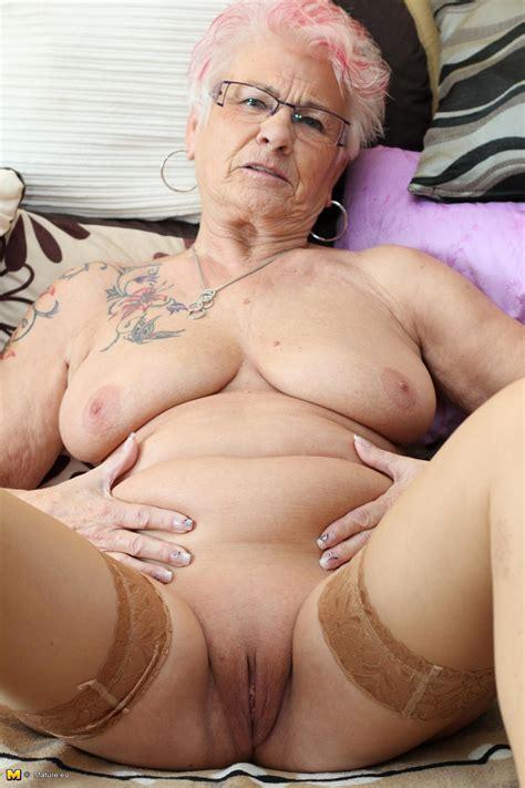 Shaved Punk Oma Grannyfriend
