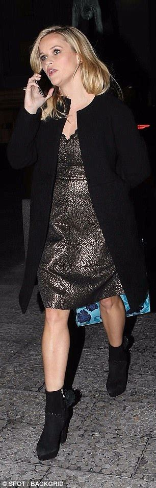 Reese Witherspoon wears glamorous metallic gown | Daily ...