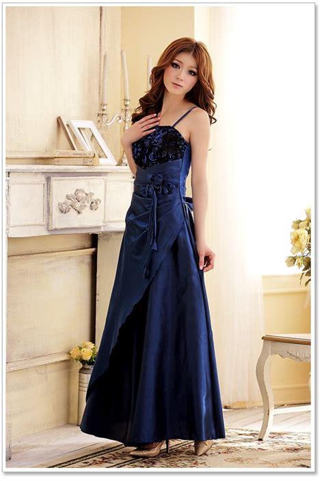 welche schuhe zum kleid welche schuhe tasche zum dunkelblauen abendkleid mode styling handtasche