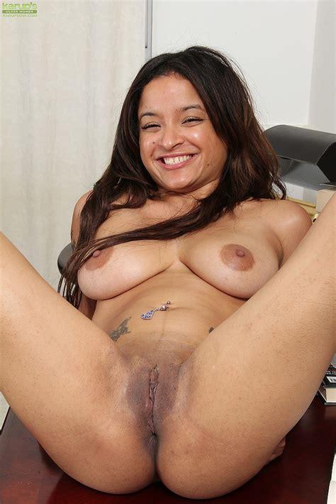 Hot Latina Milf Viviann Wood Spread Her Legs Milf Fox