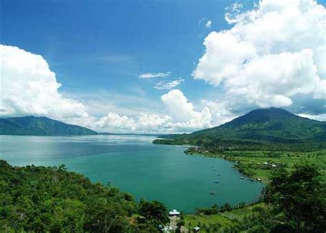 keseruan  danau ranau lampung tempat wisata terbaik