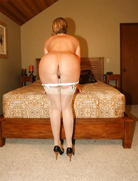 Hot Milf With Nice Ass Bending Over Pics XHamster