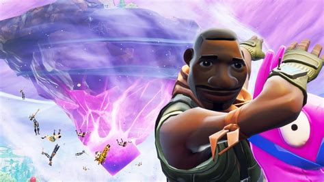 Fortnite Players Can Win 25000 V Bucks And A Vip Package