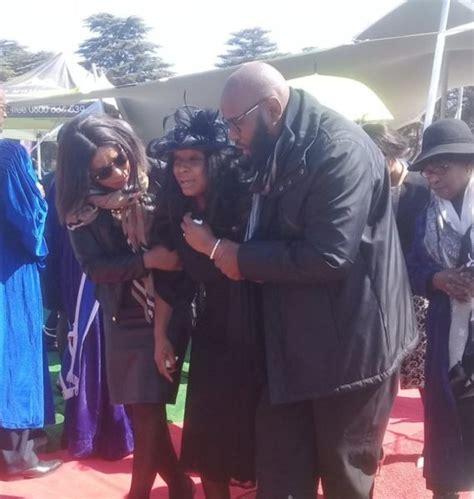 prokids widow sheds tears   furneral