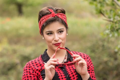 Come si mette la bandana in stile Pin Up?