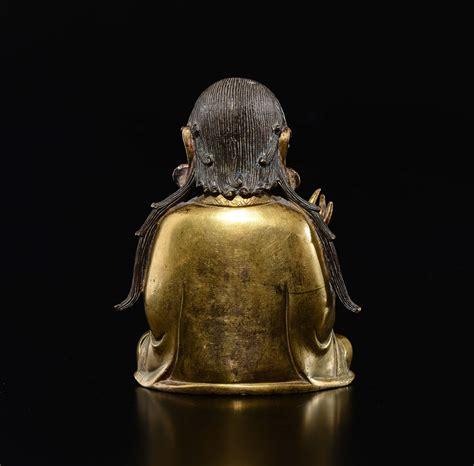 vaso ming bronzo dorato raffigurante monaco con vaso cina dinastia
