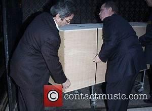 Heath Ledger - The casket of actor Heath Ledger is taken ...