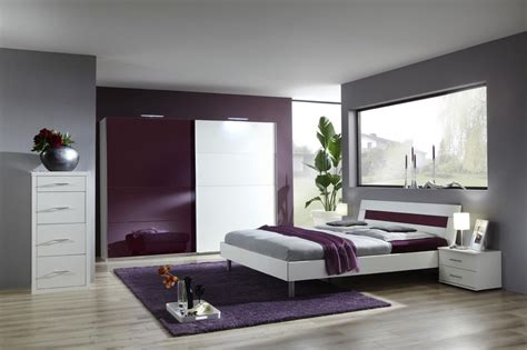 chambre adulte design salle de bain coloree