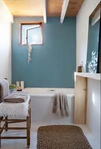 Bagno parete azzurro pastello polvere