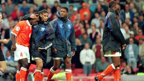 De derde achtste finale van het ek voetbal vindt plaats in boedapest tussen nederland en tsjechië. EK 1996: Nederland uitgeschakeld na misser Seedorf | NOS