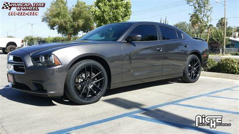 Dodge Charger Niche Targa   M130 Wheels Black & Machined