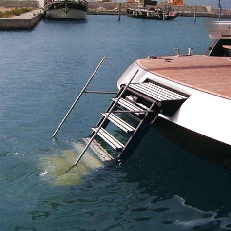 Boat Accessories Table by Best 25 Pontoon Boat Accessories Ideas On Pinterest