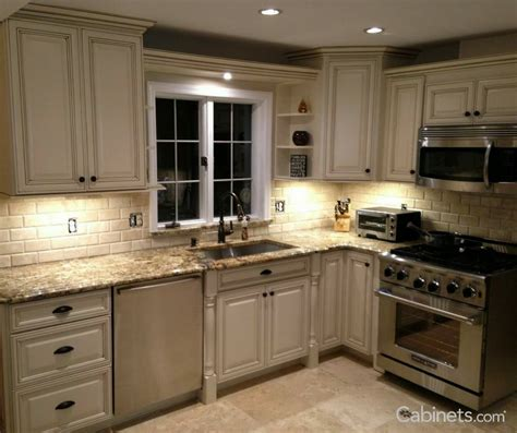 what of glaze to use on kitchen cabinets pin by abelard burke on kitchens 2265