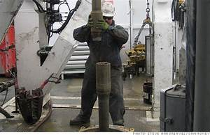 Oil rig workers make nearly $100,000 a year - May. 10, 2012