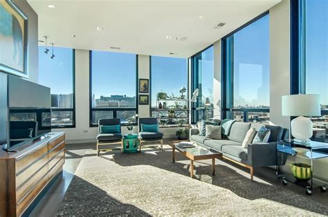 Lake View condo with city views: $985,000   Chicago Tribune