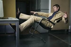 Chaise Qui Se Balance : accident prone brits find bizarre ways to end up in a e daily star ~ Teatrodelosmanantiales.com Idées de Décoration