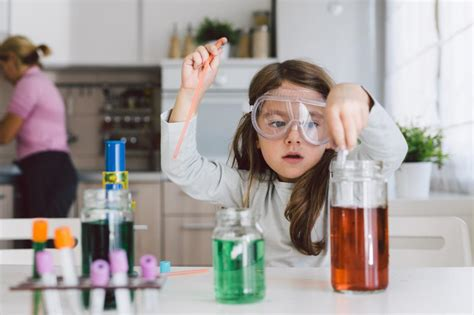 Spet doma? Eksperimenti, ki bodo navdušili otroke in ...