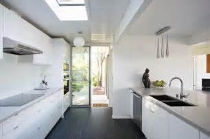 cuisine avec porte fenetre maison ossature bois en californie le système eichler