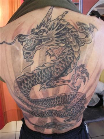 tatouage dragon dos complet modeles  exemples