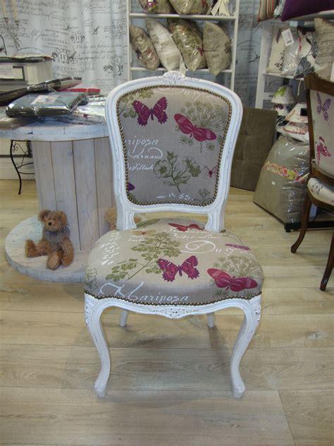 chaises tissus chaise louis xv blanche et tissu kréative déco