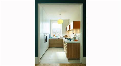 meuble gain de place cuisine une cuisine lumineuse organisée en u maison travaux