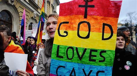 russia anti gay law brings fear  community sbs news