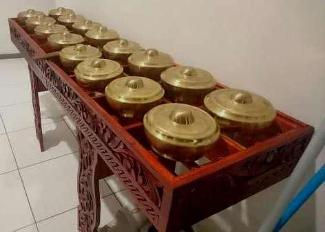Alat musik tradisional berikutnya adalah aramba, yang berasal dari pulau nias, sumatera utara. Talempong | Cahaya Abadi Musik