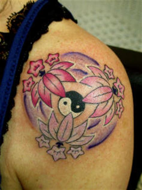 Tatouage Ying Yang Tatouage Fleur Ying Yang Mod 232 Les Et Exemples