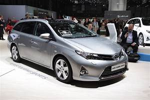 Toyota Auris Touring Sport Hybride Occasion : toyota auris touring sports is a handsome prius v alternative w videos autoblog ~ Gottalentnigeria.com Avis de Voitures