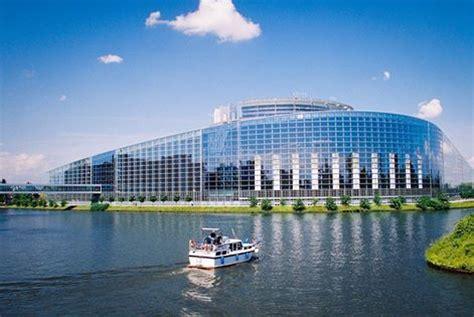 sander sur le siège du parlement européen les